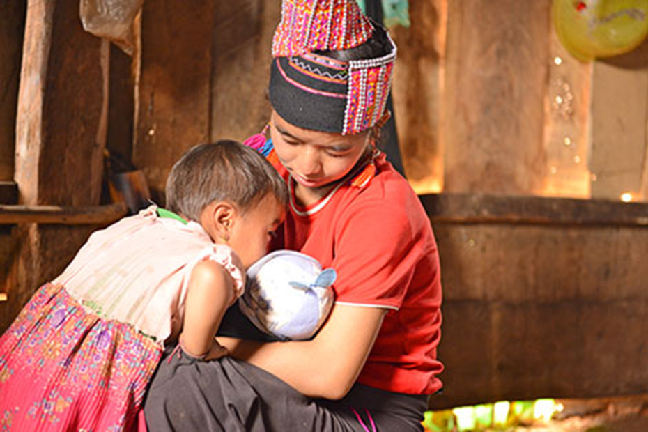 The joy of having a new family is overshadowed by young parents Bophu and Lojeuw's desperate lack of income, and lack of food. ©Jeff Williams/CARE