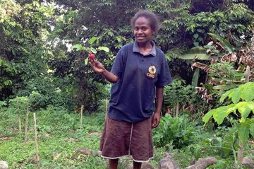 Mala Silas is involved in a project to help the people of Futuna in Vanuatu build home gardens to bring them more food that can handle changing weather. patterns and diseases. ©CARE