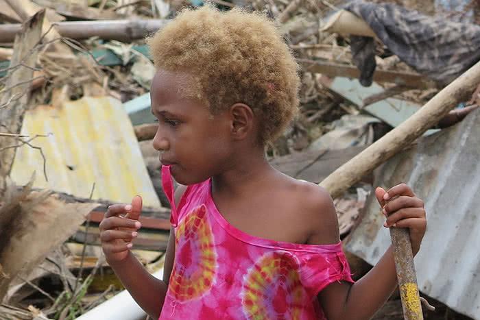 shelter-appeal-mobile-slider-close-up-930-featured-boy-debris-vanuatu2