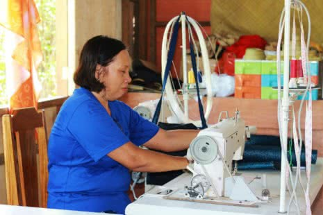 If women weavers are empowered to negotiate, they can increase their income making tikog mats in the Philipines.
