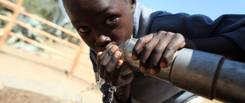 water-appeal-homepage-slider-1920-child-drinking-water-zimbabwe