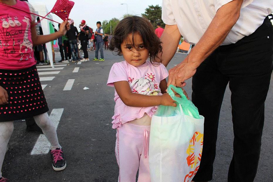 blog-thanks-australia-930-girl-syrian-refugee-balkans-4