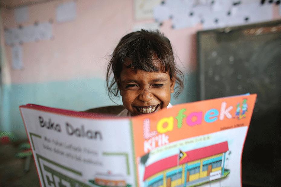 blog-thanks-australia-930-schoolgirl-reading-lafeak-png-1