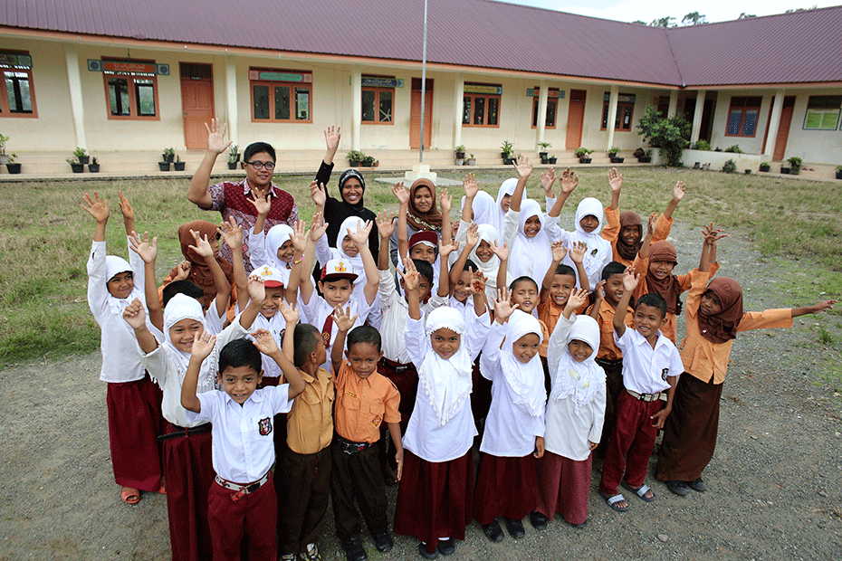 blog-thanks-australia-930-schoolkids-hands-up-7-indonesia