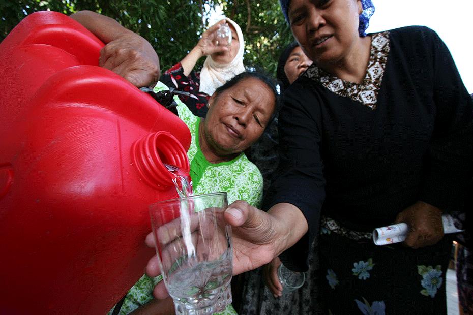 blog-thanks-australia-930-women-clean-drinking-water-6-indonesia