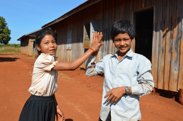 blog-multingual-education-in-cambodia-930-image-1-nak-and-mong-high-five-cambodia