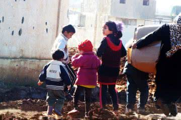 CARE is working with partners to deliver emergency supplies to thousands of people in Syria. Photo © CARE.