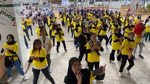 Photo: Before the pandemic, Zumba classes helped promote healthy living with displaced people in Marawi City, Philippines. Zumba classes have now moved online.